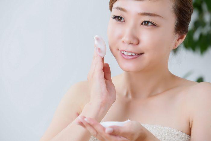 顔の産毛を剃るときに、どんなクリームをつける?