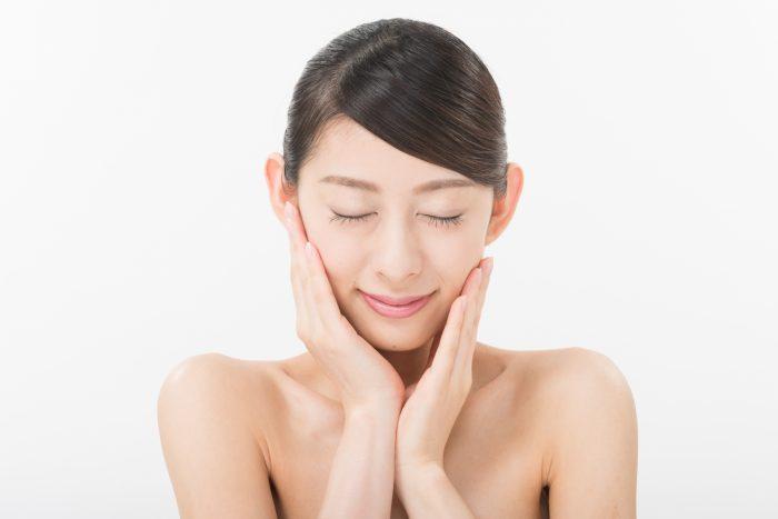 顔の産毛で、化粧水や美容液の浸透まで悪くなる!