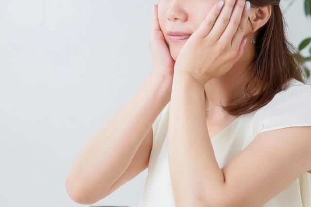 顔の産毛を剃った後は敏感肌用の化粧水や保湿クリームを使う
