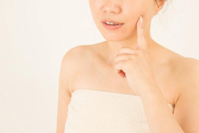 顔の産毛をハサミで切るのと、剃る違いについて