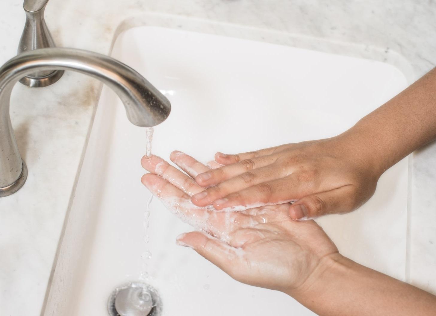 開き毛穴に最も効果のあるケア方法は、正しい洗顔です。